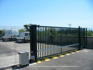 Portail bâtiment industriel